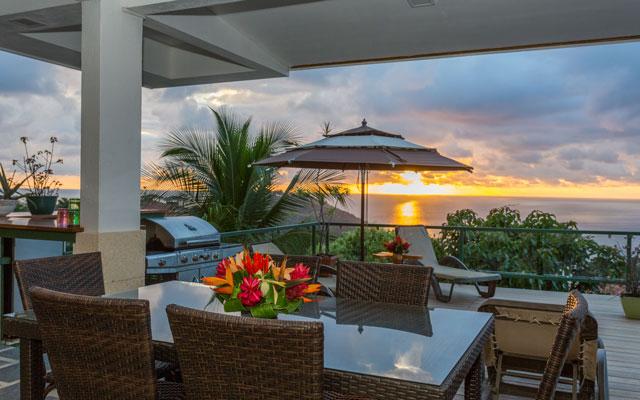 Casa Grande Vista outdoor dining with sunset