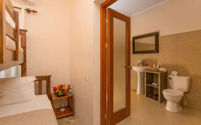 Casa Tipoha bathroom