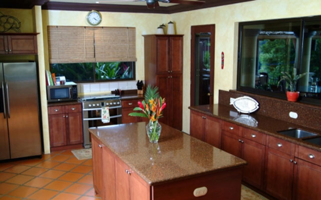 Manuel Antonio Estate homes: Casa Carolina kitchen