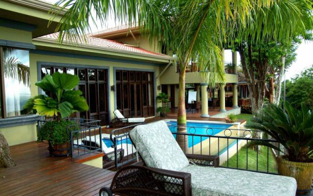 Vacation Rentals Manuel Antonio: Casa Carolina pool deck