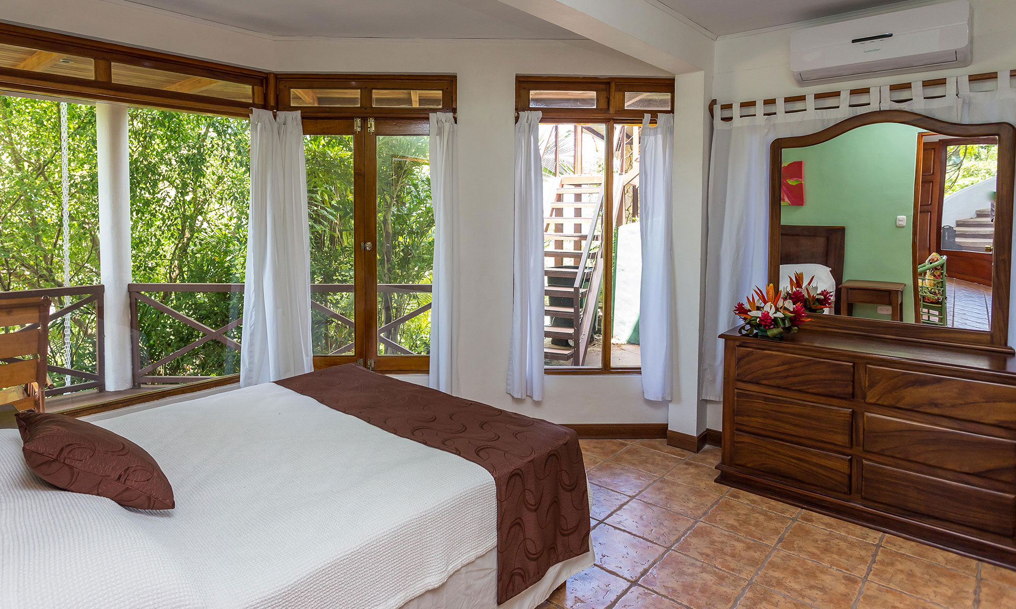 Villa Natura queen bed
