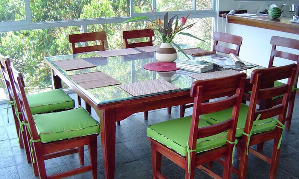 Casa de los Suspiros dining area