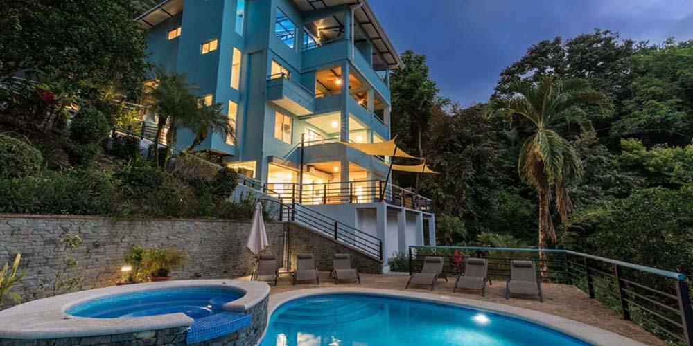 Villa Caimito pool at night