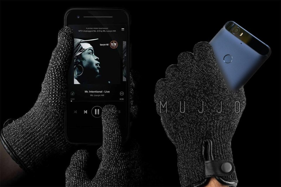 MUJJO double layered touch gloves by Cryovex