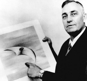 UFO_KennethArnold_crescent_1947