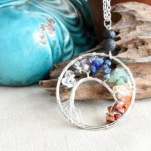 Halsband livets träd med chakrastenar