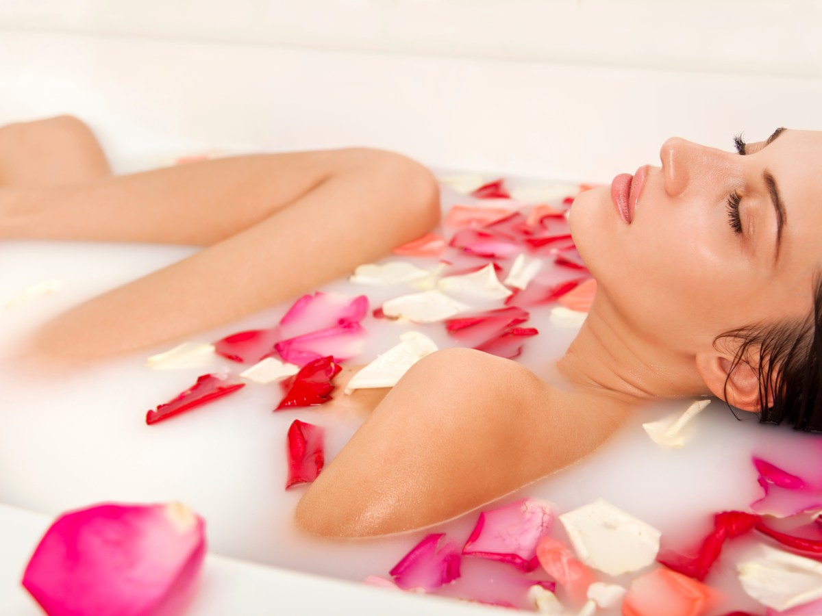 Cleopatra style milk bath with roses at CHO