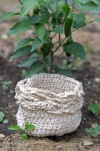 Convertible Vegetable Bowl Mini by Crystalized Designs ~ A garden bowl that turns into a bag that's easy to carry! Perfect for those smaller vegetables like cherry tomatoes and jalapenos.