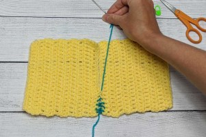 Sewing Crochet Pieces Together Using Mattress Stitch Step 10 Pull to hide seam.