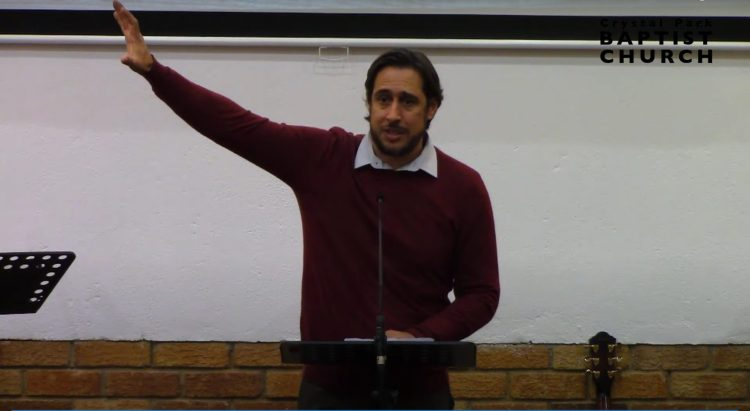 Etienne Du Toit preaching at the easter conference