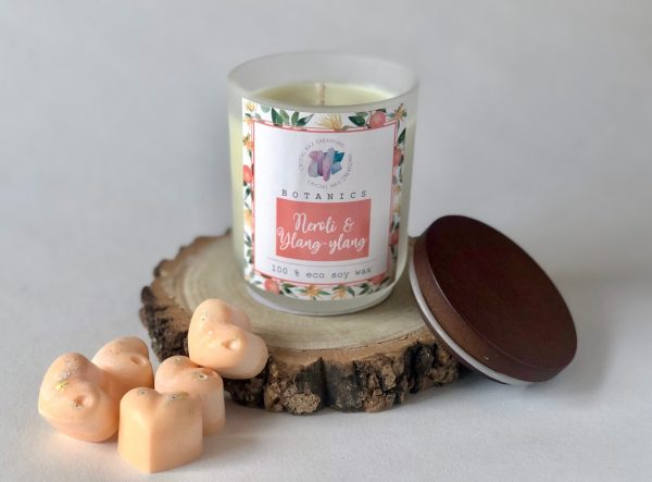 Botanics Collection Soy Wax Melts - A potent blend of neroli petals and ylang ylang blossoms beside white jasmine, tuberose, citrus peel, cumin and nutmeg.