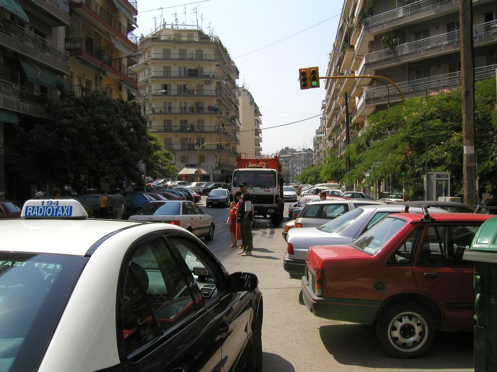 Ένας κεντρικός δρόμος της Θεσσαλονίκης σε ώρα αιχμής και πάλι χωρίς βροχή