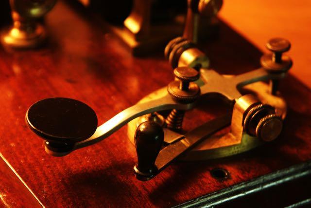 Morse code tapper: www.istock.com 877875