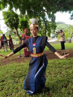 Female Toba Batak (North Sumatra) dancer