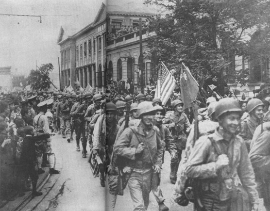 Marines entering Tientsin, 1945 - Gutenberg