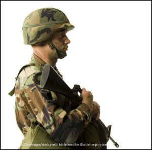 120-CR64QQ-Soldier-holding-rifle