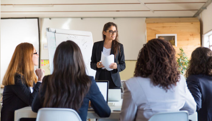 Woman Managing Her Colleagues | What can I learn from business management