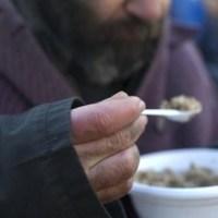 Pasqua di solidarietà: pranzo per i poveri alla Mostra d'Oltremare