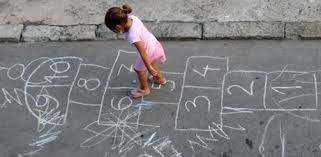 Giornata Mondiale del Gioco: riscoprire i passatempo di una volta per insegnare ai bambini una nuova socialità ai tempi del Covid