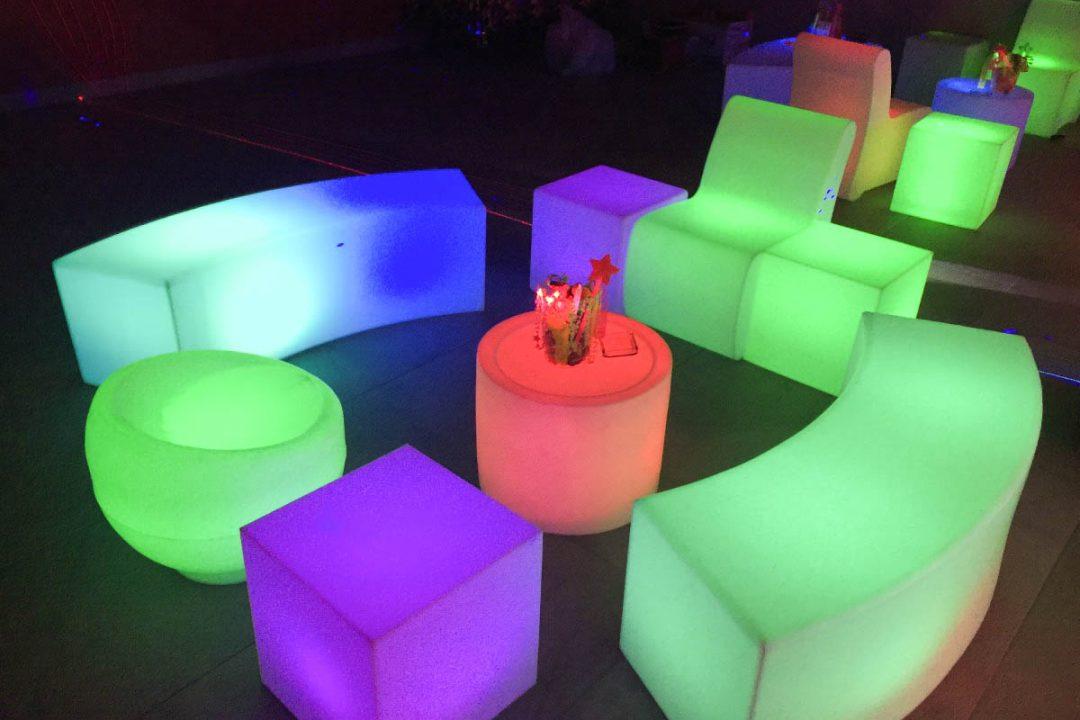 sillon-lounge-puff-sala-iluminada-cubo-led-rgb-iluminado-D_NQ_NP_278125-MLM25389708837_022017-F
