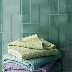 crackle emerald green gloss tile 300x75mm