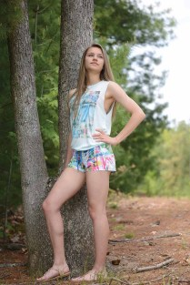 Karolina Maskiewicz wears a Honolua Bay tank and tropical board shorts.