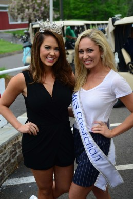 Miss America Cara Mund, left, and Miss Connecticut Eliza Kanner.