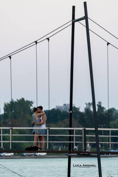 Cerere în căsătorie pe Podul Îndrăgostiților din Constanța. FOTO Luca Arșinel