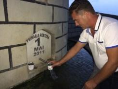 Tudorel Grosu, Viceprimarul de la Peștera garantează pentru calitatea apei. FOTO Adrian Boioglu