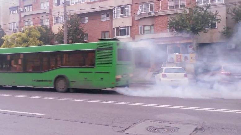Autobuz poluant la Constanța. FOTO Captură video