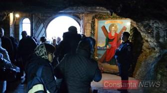 Pelerinaj și slujbă la peștera Sfântului Andrei. FOTO Adrian Boioglu