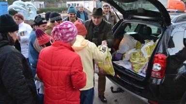 Copiii au primit cadouri de Moș Crăciun de la consilierul municipal Tudorel Chesoi. FOTO Adrian Boioglu