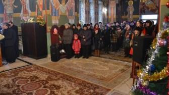Sătenii din Ivrinezu au venit la biserică