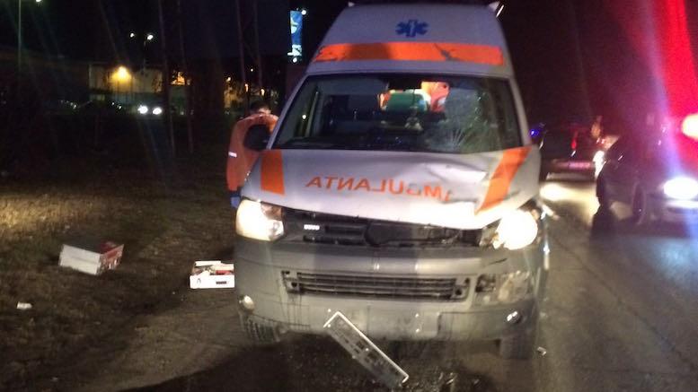 Pietonul a fost omorât de ambulanță