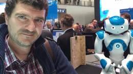 Cătălin Anghel și robotul de la CeBIT