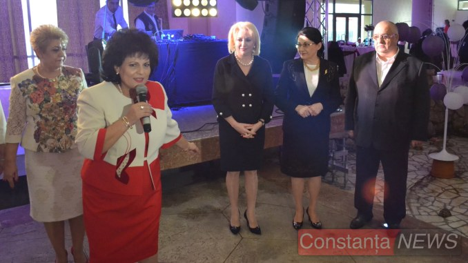 Mariana Gâju și conducerea PSD au dat starul petrecerii. FOTO Adrian Boioglu