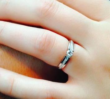Inelul primit de Iulia de la Adrian. FOTO Arhiva personală