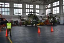 Elicopter in reparatie la Mihail Kogalniceanu. FOTO Adrian Boioglu