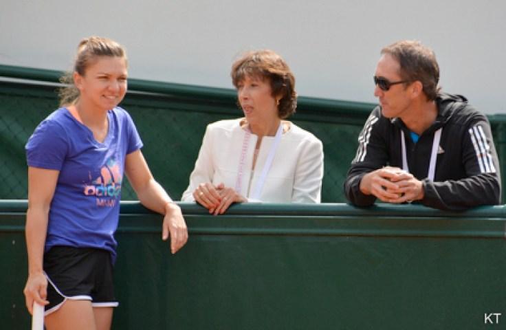 Darren Cahill discută cu Simona Halep si Virginia Ruzici. FOTO flickr.com