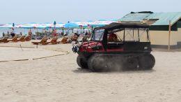 Șenilată SMURD pe plajă. FOTO Adrian Boioglu