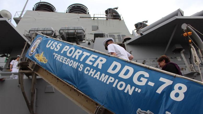 În vizită la bordul distrugătorului american USS Porter. FOTO Adrian Boioglu