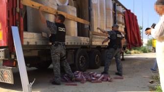 Țigări de contrabandă descoperite într-un camion
