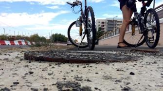 Capace de canal pe pista de biciclete la Năvodari