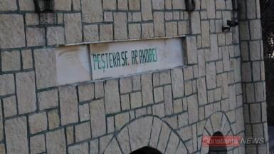 Intrarea în Peștera Sfântului Andrei. FOTO Adrian Boioglu