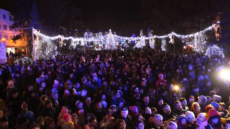 Aprinderea iluminatului festiv în Medgidia. FOTO Adrian Boioglu