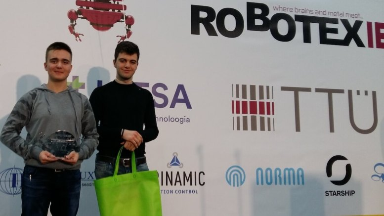 Elevii câștigători la concursl de robotică