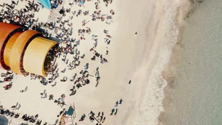 Plaja Mamaia în clipul de promovare al stațiunii Mamaia.