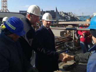 Președintele CJ Constanța, Marius Horia Țuțuianu și ministrul Economiei, Alexandru Petrescu la Șantierul Naval Daewoo Mangalia. FOTO CJC
