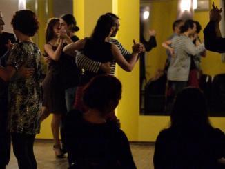 Pași în doi la cursul de Tango. FOTO Facebook / Tango Magico