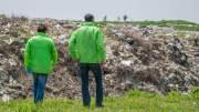 Horia Țuțuianu și Horia Georgescu versus gunoaiele din Limanu. FOTO CJC